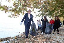Photo of Başkan Yüce yabancı öğrencilerle birlikte gölü temizledi