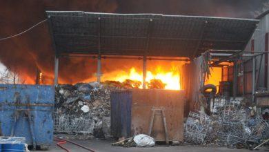 Photo of Geri dönüşüm tesisi alev alev yandı