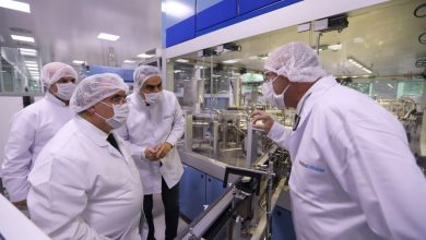 Photo of Vali Nayir Neutec İlaç Fabrikasında İncelemelerde Bulundu
