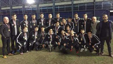 Photo of Gölkent'li Başarılı futbolcuya ödül